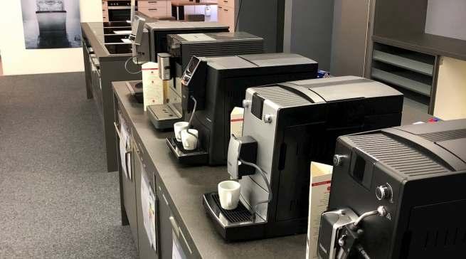 Auch für Kaffee-Liebhaber gibt es eine stattliche Auswahl an Kaffeevollautomaten bekannter Marken.
