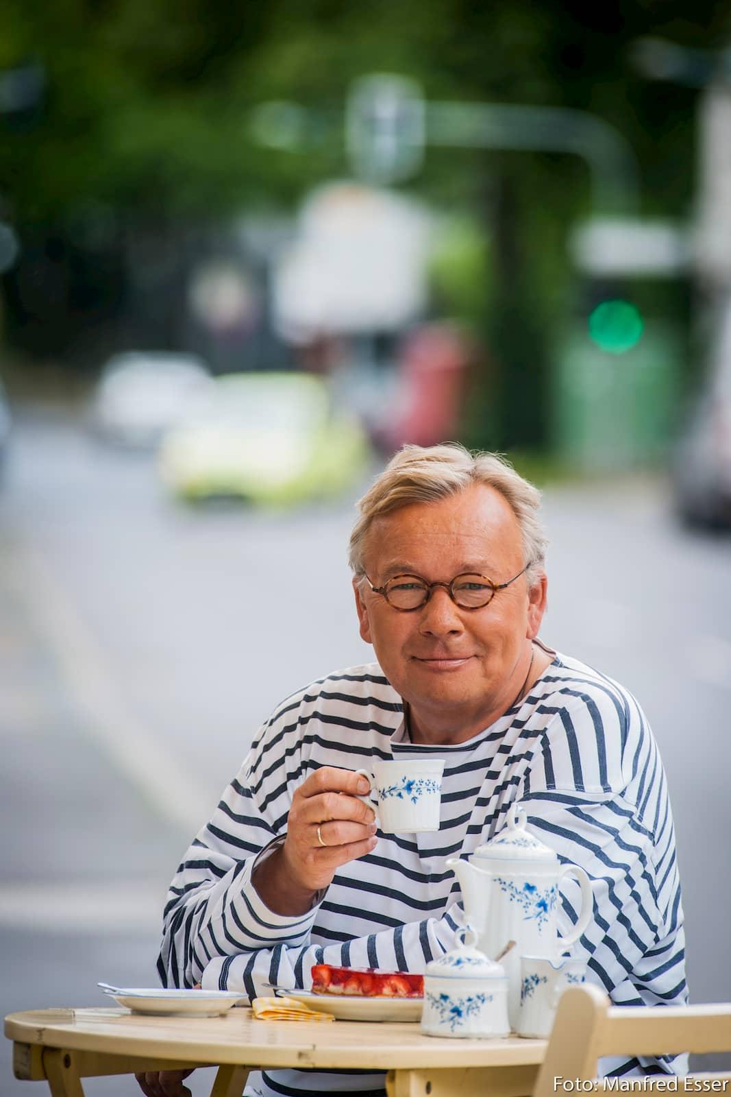 """Bernd Stelter hielt uns zu Karneval den Spiegel vor: """"Wir kaufen jeden Scheiß im Internet."""" Foto: Manfred Esser"""