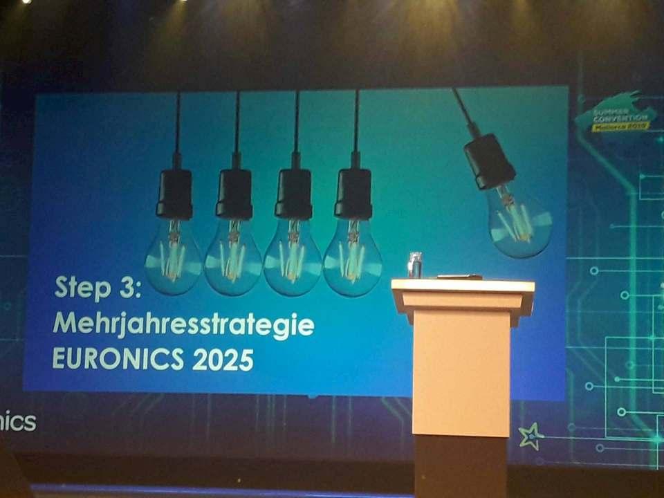 """Die Bühne bleibt leer: Die Präsentation zur Mehrjahresstrategie """"Euronics 2025"""" soll möglicherweise digital präsentiert werden."""