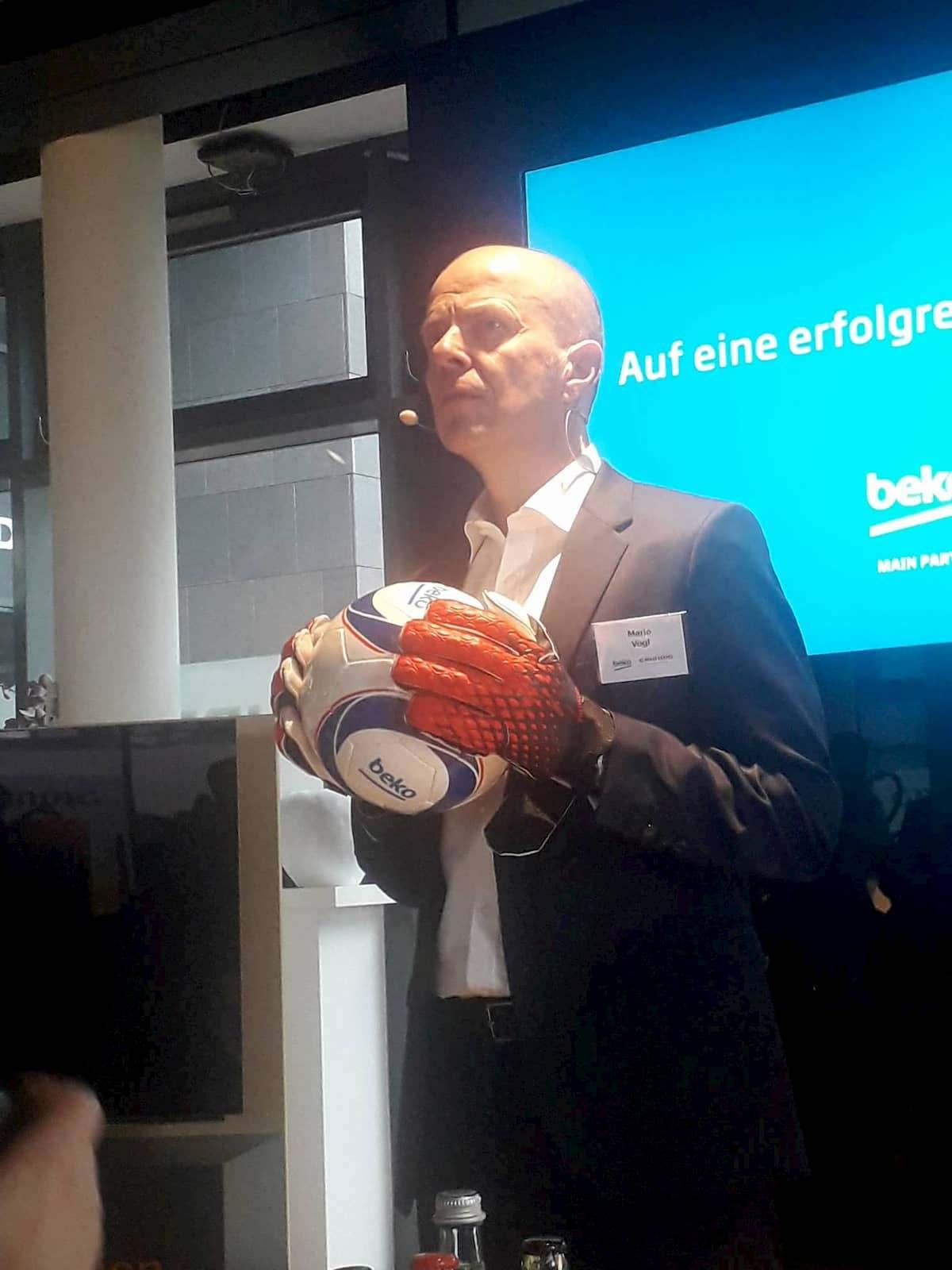 Anpfiff für das Jahr 2020: Mario Vogl, Geschäftsführer von Beko und Grundig sowie Regional Director Northern Europe.