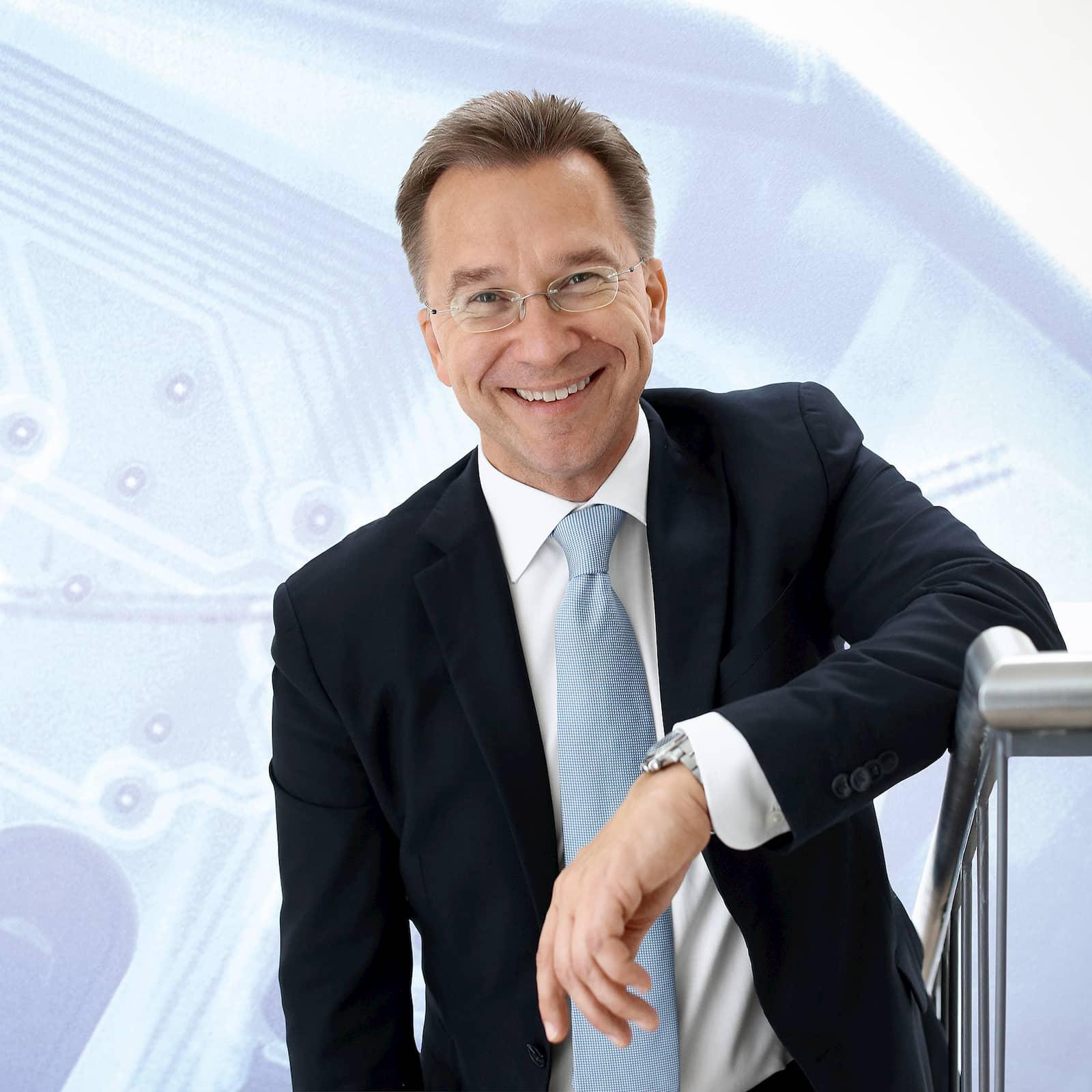"""""""Bei Euronics gibt es alles rund ums E-Auto aus einer Hand"""", so Vorstandssprecher Benedict Kober."""