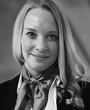 Smeg Produkttrainerin Lisa Maehl schult Kunden per Video-Konferenz von zuhause aus an Groß- und Kleingeräten.