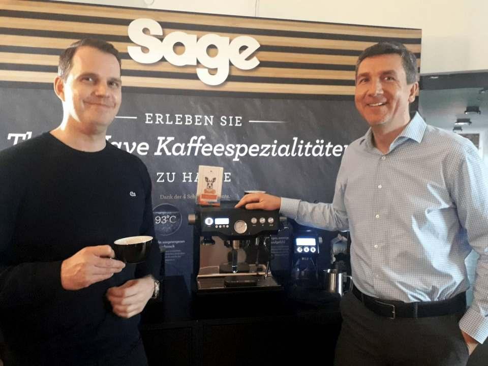 """Sie """"rocken"""" die """"Third Wave"""" bei Sage: Kaffee-Experte Michael Jazwicki (l.) und Deutschland-Geschäftsführer Gerd Holl. Fotos: Machan, Sage"""