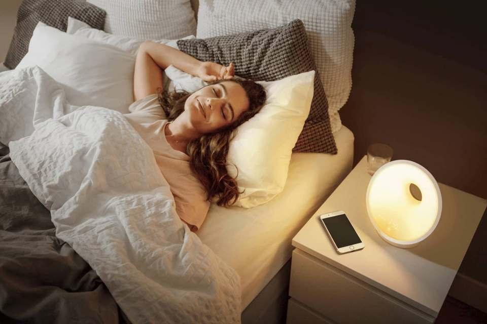 Mit seinen Sleep and Wake-up Lights für Kinder und Erwachsene verhilft Philips zu einem verbesserten Schlaferlebnis. Sie verfügen über eine natürliche Sonnenauf- und –untergangssimulation.