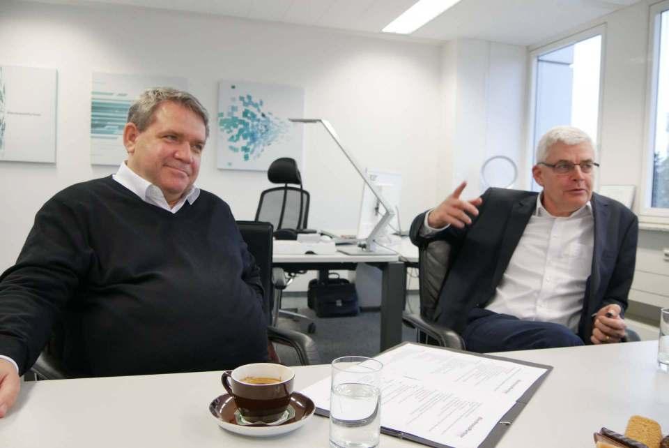 Kommen jetzt mit ihren Botschaften digital zu den Mitgliedern: die ElectronicPartner-Vorstände Friedrich Sobol (l.) und Karl Trautmann.