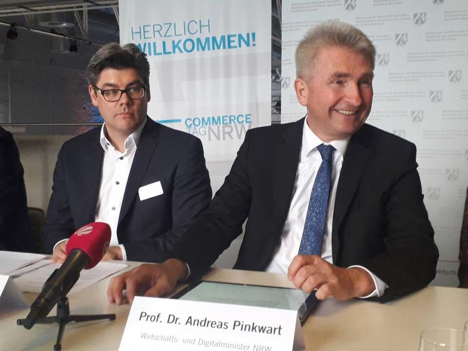 Borris Hedde vom IFH (l.) hier zusammen mit NRW-Wirtschaftsminister Prof. Andreas Pinkwart ist einer der Webinar-Referenten am 7. April.