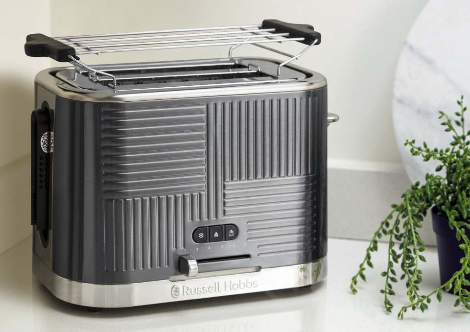 Russel Hobbs Toaster Geo Steel mit Schnell-Toast-Technologie.