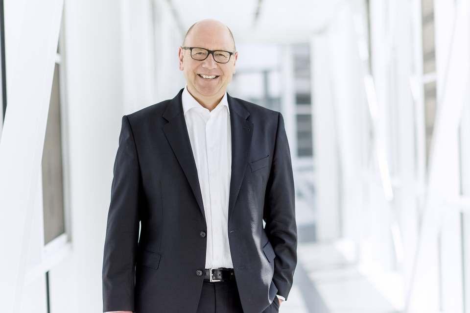 Gibt die Mehrwertsteuersenkung auf den Cent genau an seine Kunden weiter: Frank Jüttner, Leiter der Miele Vertriebsgesellschaft Deutschland.