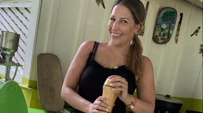 Auf Kakao- und Kaffee-Plantagen informiert sich Mückschitz bei den Einheimischen in der Dominikanischen Republik und Kuba über ihr Lieblings-Heißgetränk.