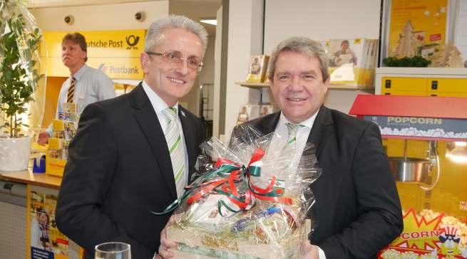 Auf seine Kooperation kann sich Klaus-Dieter Müller, hier mit EP-Vorstand Friedrich Sobol anlässlich der Wiedereröffnung von EP-Müller nach der Modernisierung vor knapp vier Jahren, verlassen.
