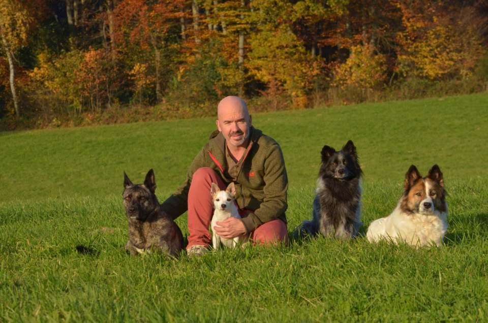 Mirko Tomasini ist Buchautor und Hundetrainer. Fotos: Thomas