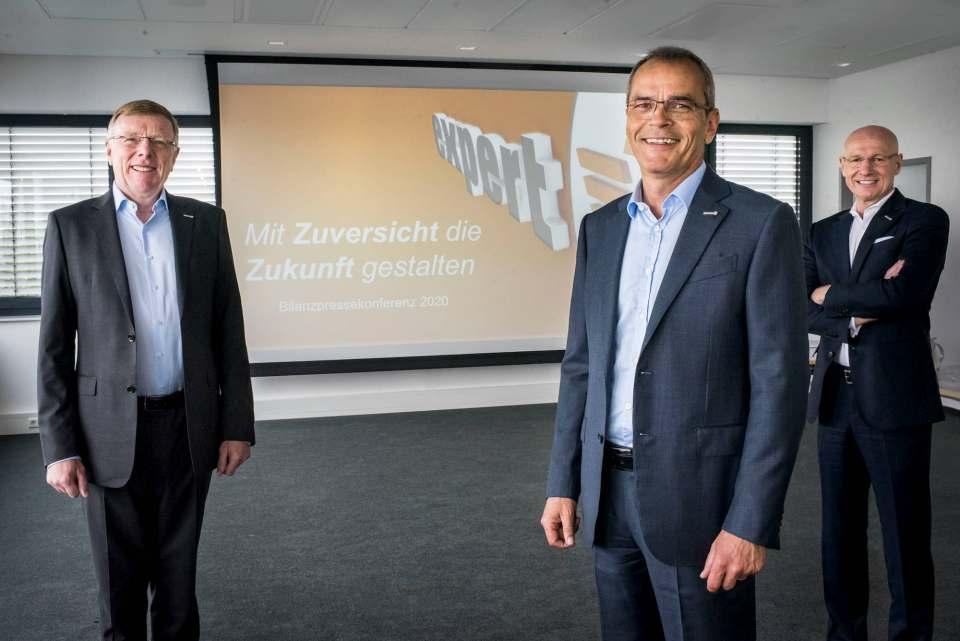 Der Vorstand der expert SE anlässlich der Bilanz-Pressekonferenz vergangene Woche Donnerstag: Gerd-Christian Hesse, Dr. Stefan Müller (Vors.) und Frank Harder (v.l.n.r.). Fotos: expert