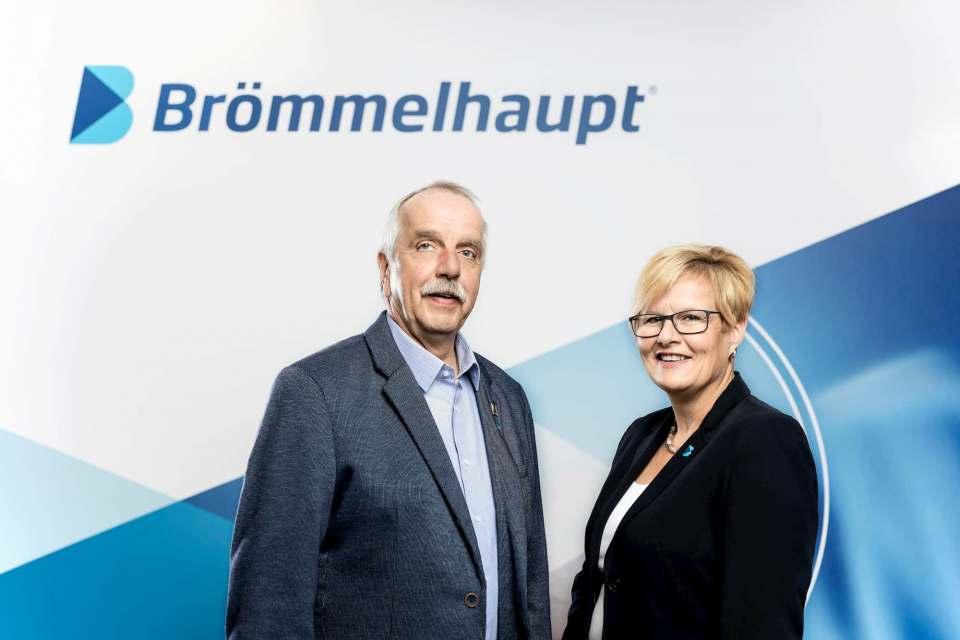 Sichern die Nähe zum Fachhandel: Brömmelhaupt Dienstleistungsbeauftragte Heiko Breidenbach und Silke Wagner.