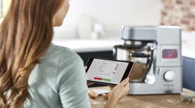 Mit der Kenwood World App lässt sich die Cooking Chef XL bequem vom Smartphone oder Tablet steuern.
