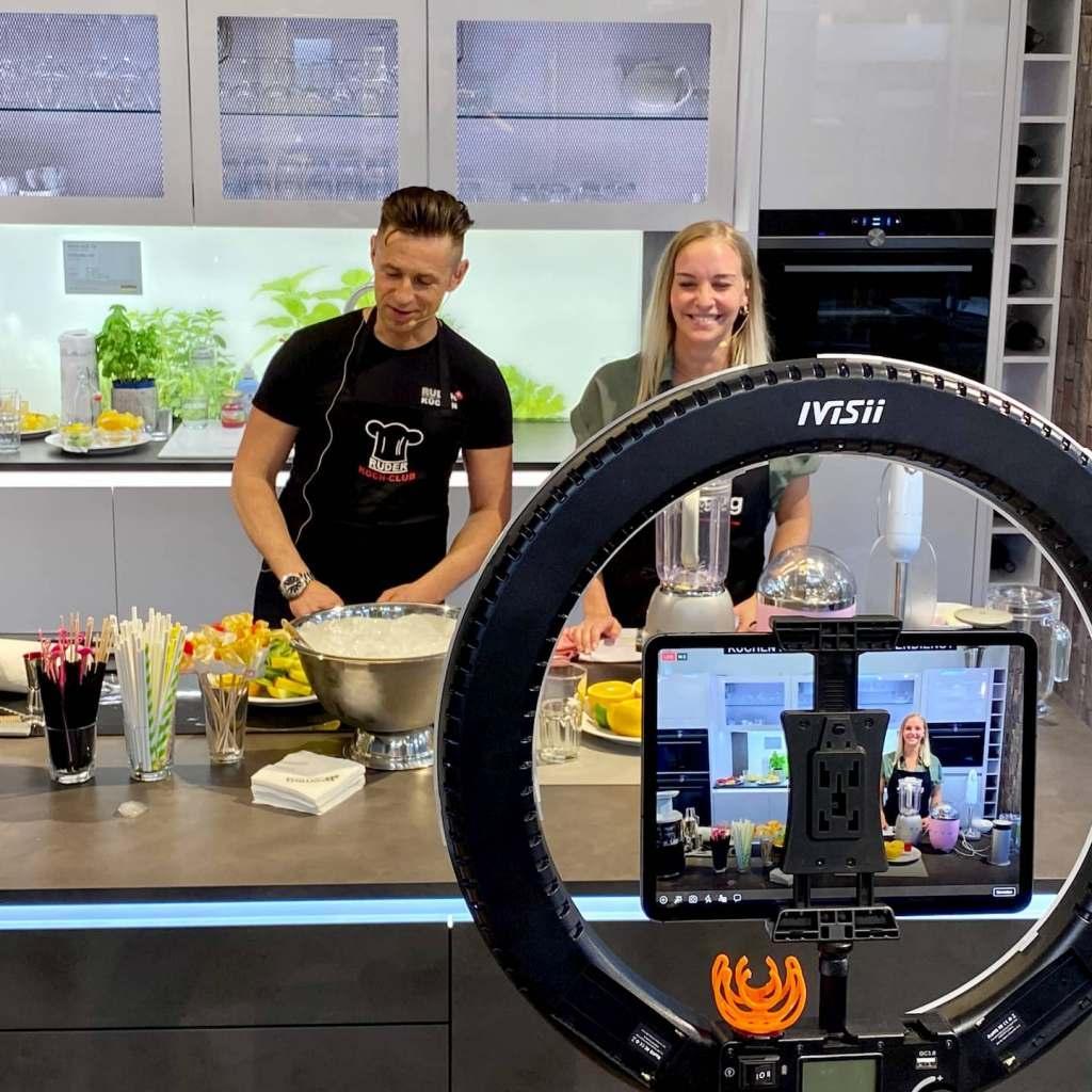 Per Livestream via Facebook und Instagram werden die Genuss-Events von Küchen Ruder ausgestrahlt. Foto: EK/servicegroup