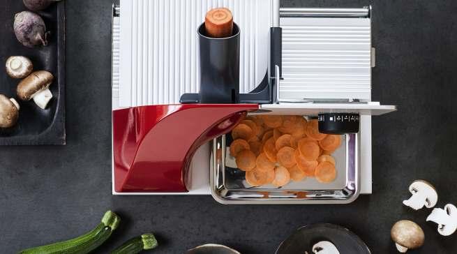Der GRAEF MiniSlicer schneidet selbst kleinste Lebensmittel in hauchzarte Scheiben.