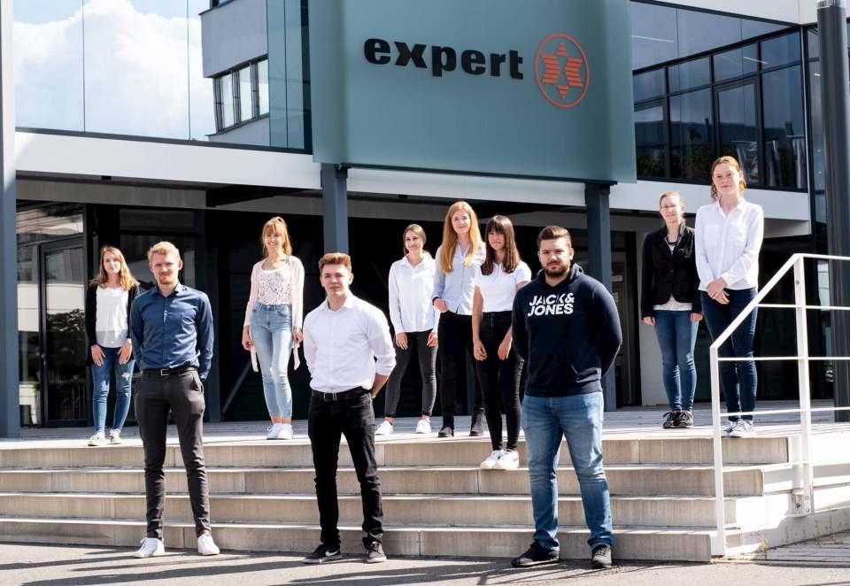 Die neuen Auszubildenden und Dual Studierenden bei expert 2020.