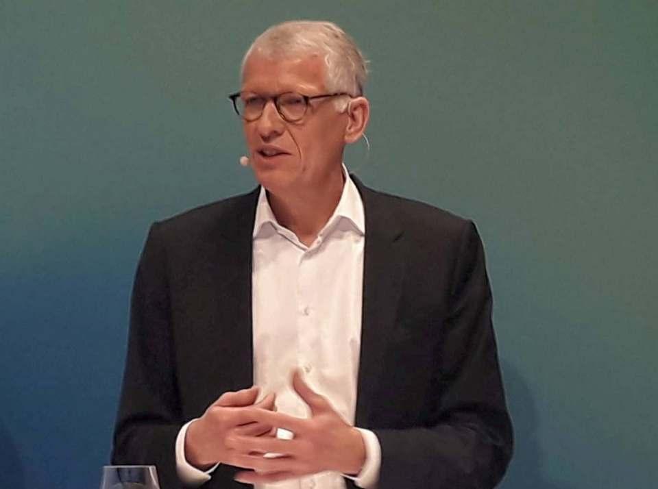 Bleibt für weitere zwölf Monate Ceconomy CEO: Dr. Bernhard Düttmann.