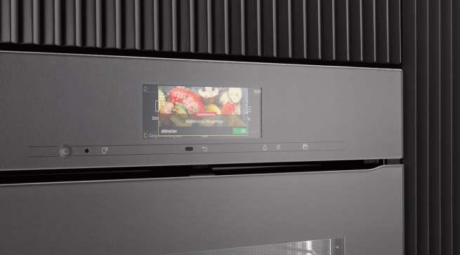 """""""Smart Food ID"""": Die Kamera erkennt, was sich im Backofen befindet und zeigt dies im Display an. Nach kurzer Bestätigung läuft die Zubereitung vollautomatisch ab."""