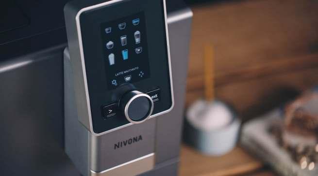 Alles per Knopfdruck, arrangiert in einem übersichtlichen Menü auf dem Display: Nivona NICR 930.