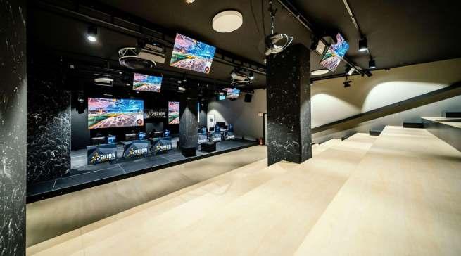 Ein Xperion-Highlight ist die große E-Arena mit einer Bühne für Veranstaltungen.