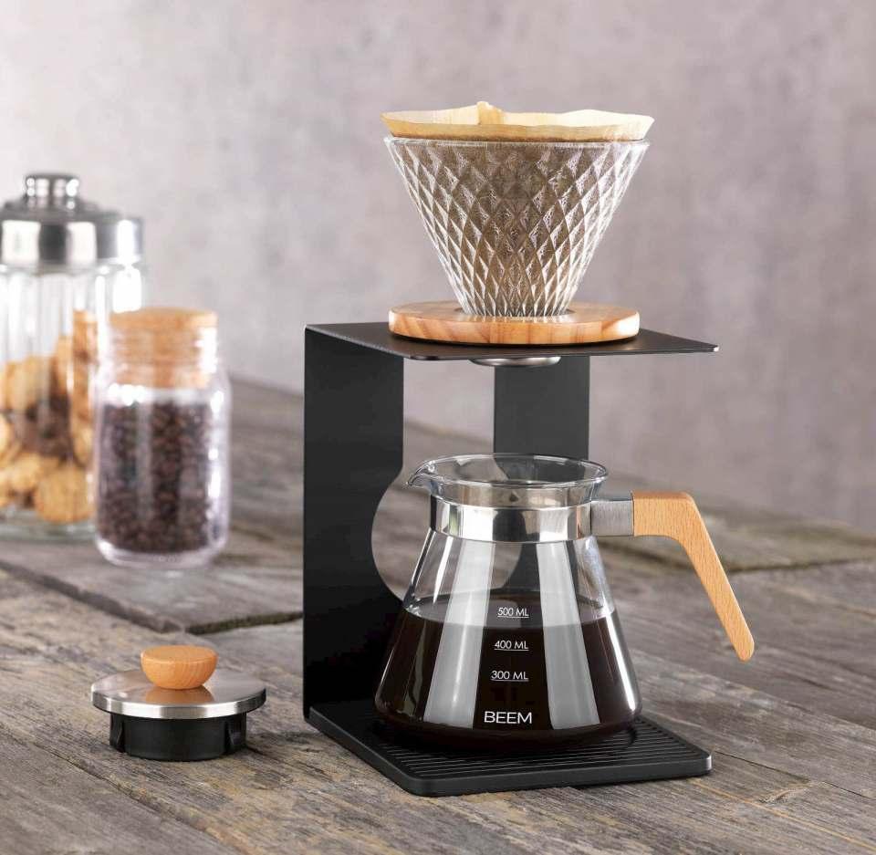 """Beem bietet einen 360°-Ansatz für Kaffee-Kenner wie Einsteiger. Ein Highlight ist der """"Kaffee Pour Over""""-Kaffeebereiter."""