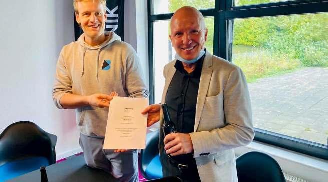 Der Vertrag ist in trockenen Tüchern: Robert Drosdek (l.) und Peter Schiefelbein.