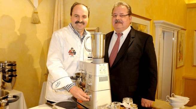 Kennt sich im SDA-Bereich aus wie kaum ein Zweiter: Helmut Geltner, hier mit TV-Koch-Ikone Johann Lafer.