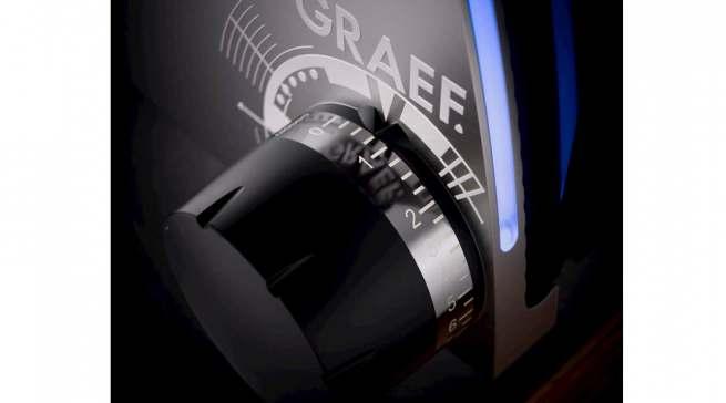 Licht an, volle Schneidepower voraus: Im Feinschneider SKS 700 von Graef sind Features verbaut, die Design- wie Technikfans begeistern werden.
