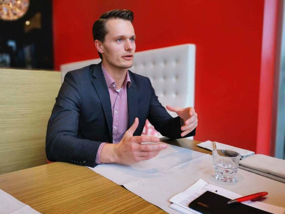 """""""Wir helfen unseren Mandaten dabei, eine eigene Zukunftsvision zu entwickeln und leiten daraus konkrete Maßnahmenpläne ab"""", sagt WSG Unternehmensberater Charly Neuhoff."""