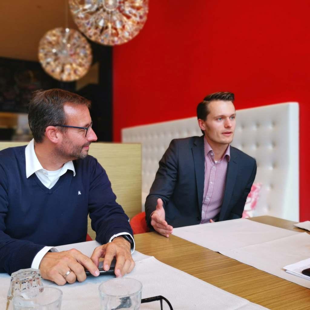 Tauschen sich regelmäßig aus: Martin Wolf (l.), Leitung Vertrieb und Marketing für Elektro/Küche/Licht bei der EK/servicegroup und Charly Neuhoff.