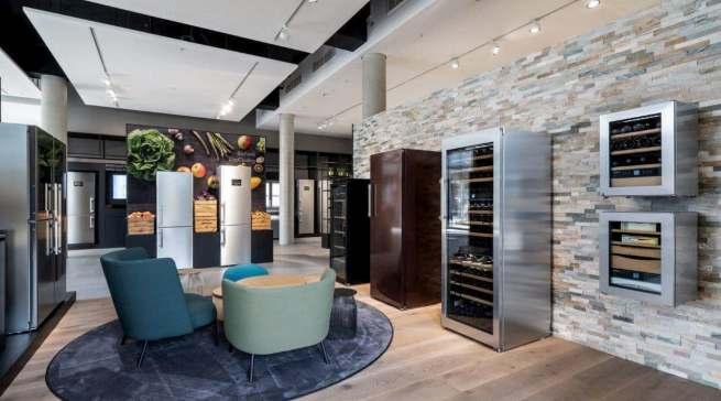 Blick ins neue Liebherr Kundenzentrum: Auf rund 322 Quadratmetern können Besucher das aktuelle Sortiment der Kühl- und Gefriergeräte hautnah erleben.