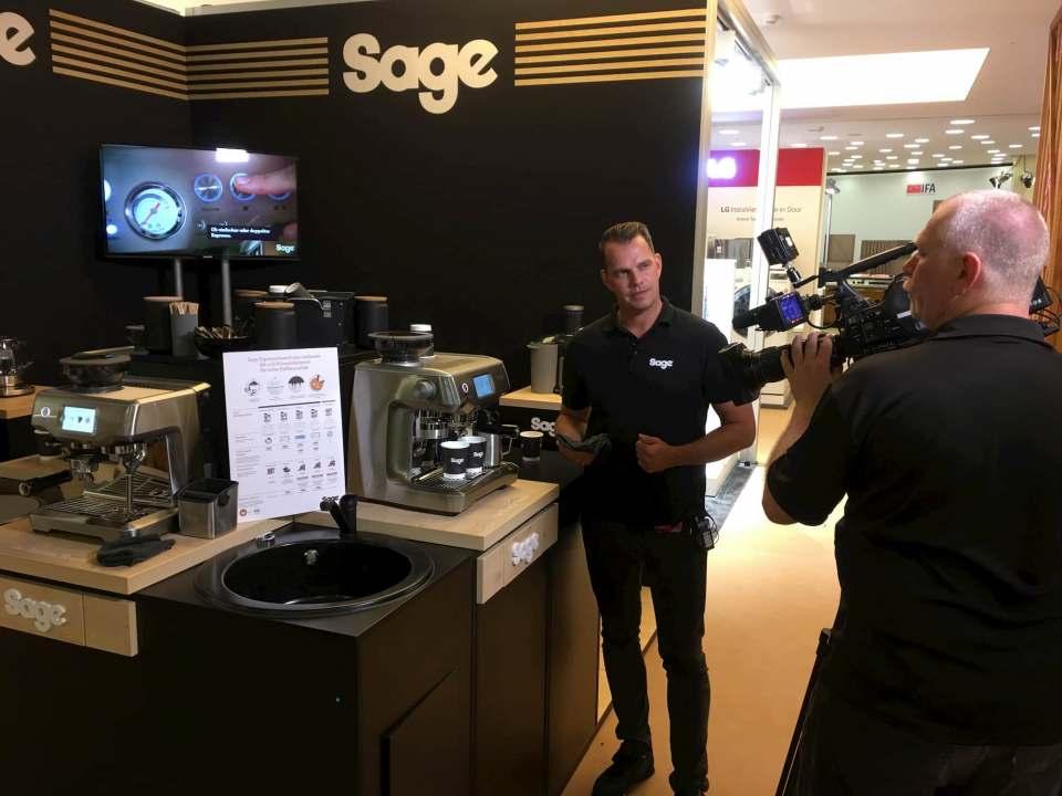"""""""Coffee-Guru"""" Michael Jazwicki, hier im Einsatz auf der IFA 2019, bietet personalisierte Produktschulungen für den Fachhandel an."""