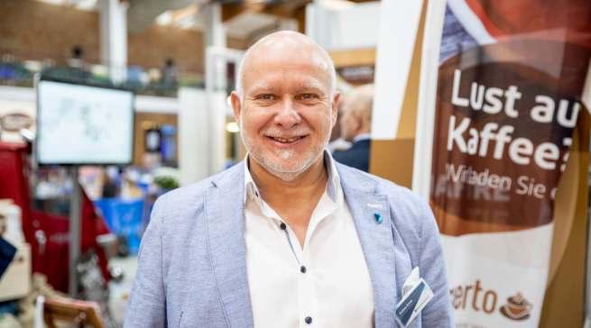 """""""Durch die Kooperation können wir Fachhändlern, die sich im Bereich Kaffeekultur vollumfänglich aufstellen wollen, die bestmöglichen Partner sein"""", Jochen Ernst, Key Account Manager """"esperto""""."""