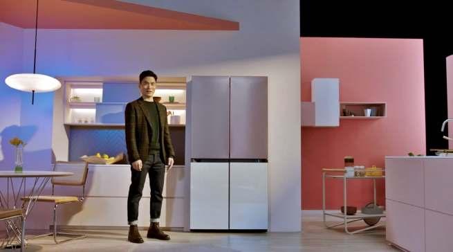 """Clever kühlen: Die Frontblenden der """"Bespoke""""-Kühlschränke sind austauschbar. Zudem ist die Serie erweiterbar. Unterschiedliche Bauformen können miteinander kombiniert und so das Nutzvolumen an sich ändernde Bedürfnisse angepasst werden."""