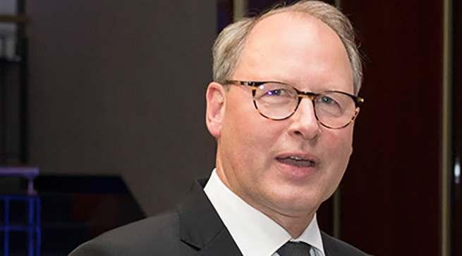 """""""Der Bundesfinanzminister muss sich jetzt bewegen"""", so HDE-Hauptgeschäftsführer Stefan Genth."""
