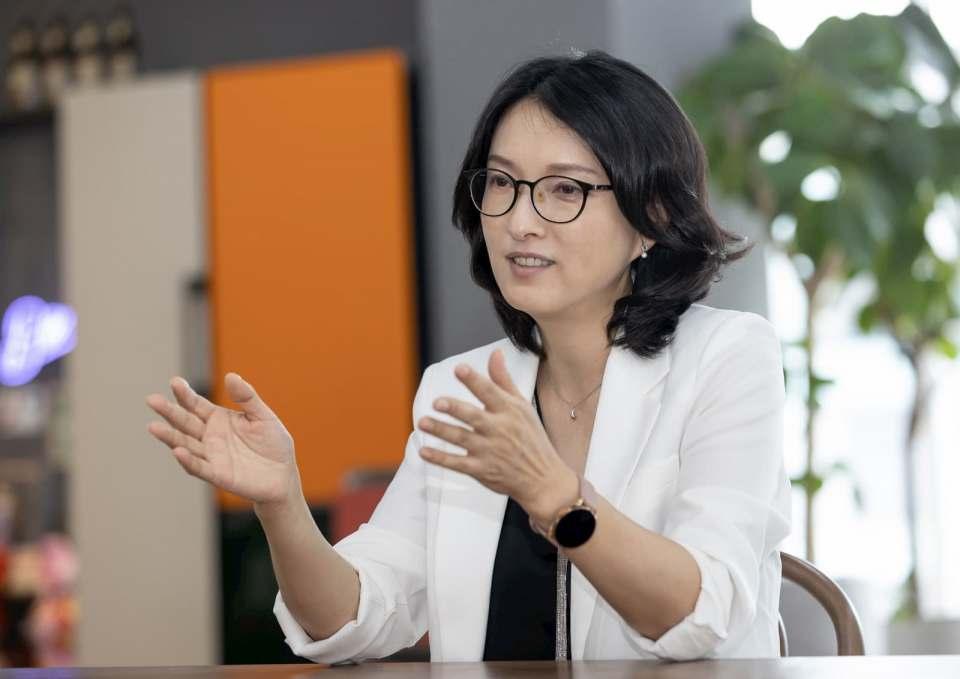 """""""Personalisierte Technologie wird zu einer Art Erweiterung von uns selbst werden. Wir werden mehr Zeit für das haben, was uns wirklich wichtig ist"""", Hyesoon Yang, Vice President und Head of Product Strategy Team Digital Appliances Samsung."""
