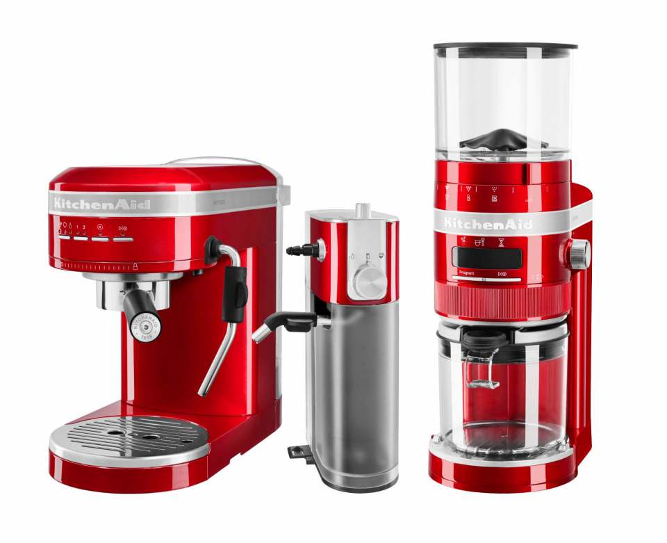 Neu bei KitchenAid: Espressomaschine, Milchaufschäumer und Kaffeemühle der Serie Artisan.