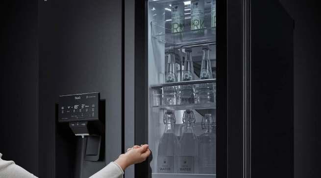Elegante Ästhetik: Die Scheibe der InstaView Door-in-Door Kühlschränke ist um 23% größer als bei vorherigen Modellen.