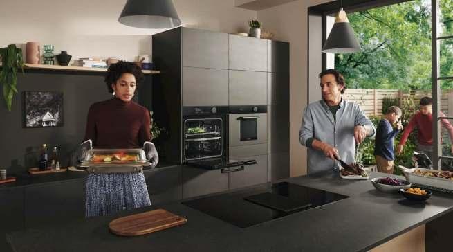 """Die Küche wird wieder zum Mittelpunkt des Wohnens: ein Blickfang sind die neuen Geräte der """"Infinite Linie"""" von Samsung."""