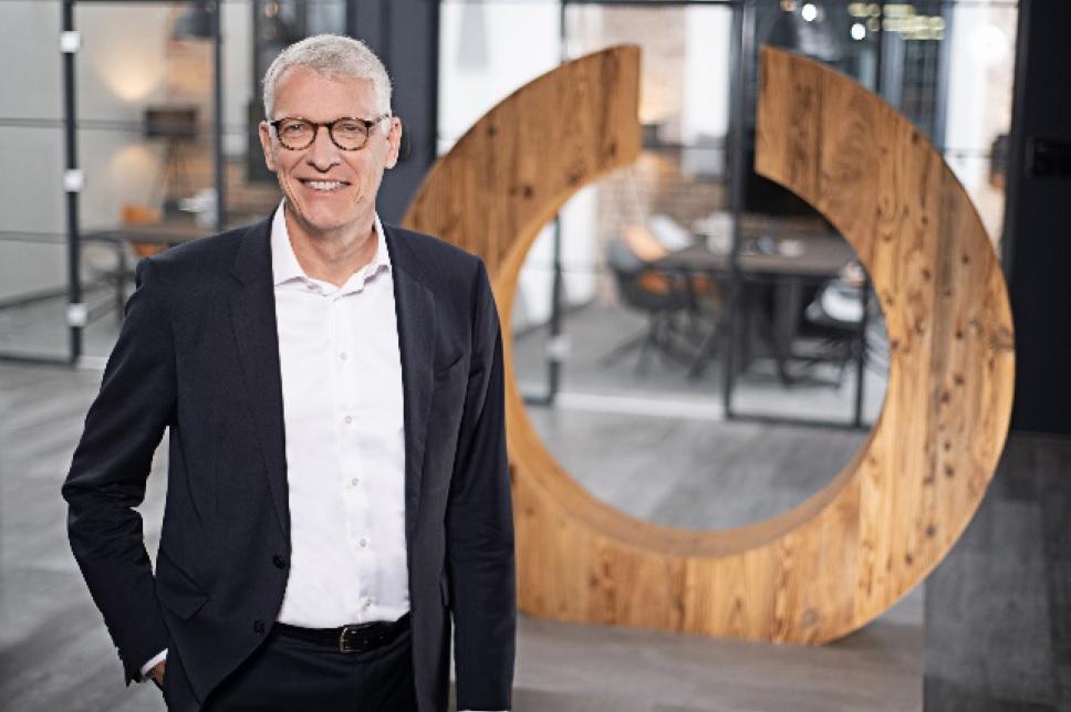 """Wir wünschen uns einen klaren Fahrplan, wann und unter welchen Bedingungen wir die Märkte wieder öffnen können. Für uns geht es dabei, wie für viele andere, um jeden weiteren Tag"""", Dr. Bernhard Düttmann, CEO Ceconomy."""