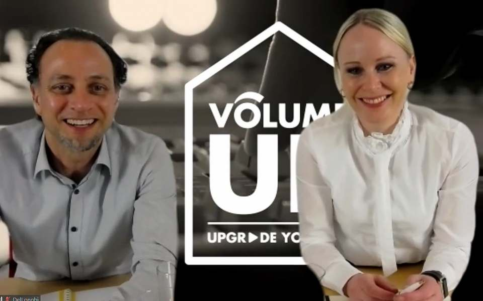 Erläuterten 75 Minuten die Strategie für 2021 bei De'Longhi, Kenwood und Braun: Geschäftsführerin Susanne Harring und Marketing Director René Némorin.