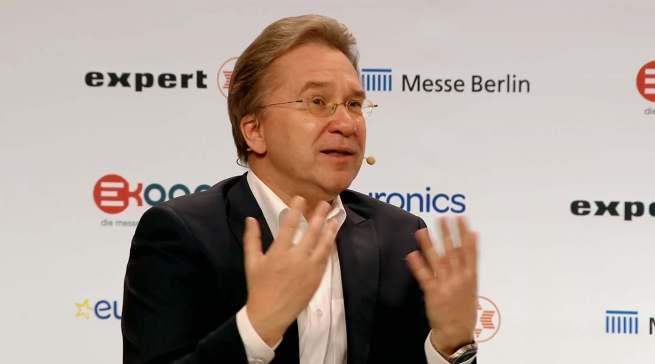 """""""Es ist ganz wichtig, dass wir eine Perspektive bekommen. Die Salami-Taktik ist unerträglich geworden"""", Euronics-Vorstandssprecher Benedict Kober."""