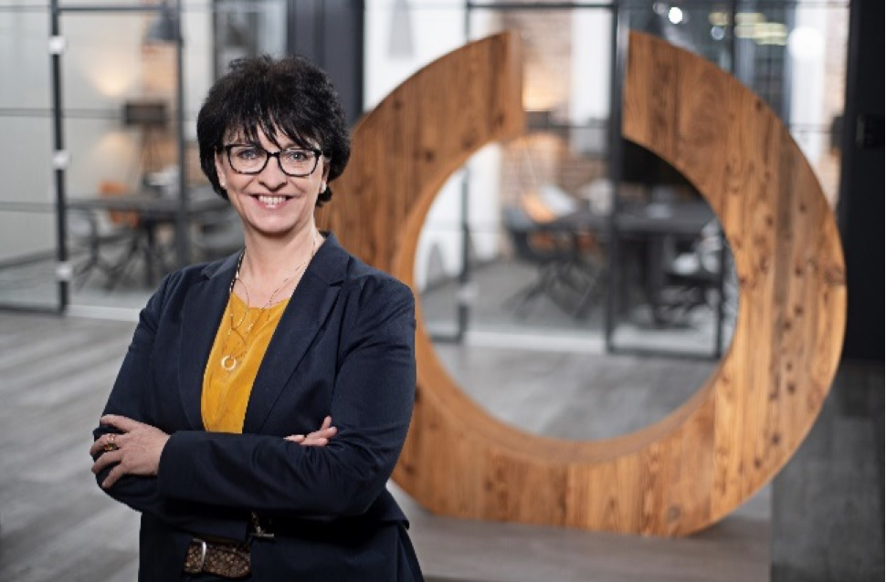"""""""Unser Omnichannel-Modell hat sich bewährt"""", Karin Sonnenmoser, CFO Ceconomy."""