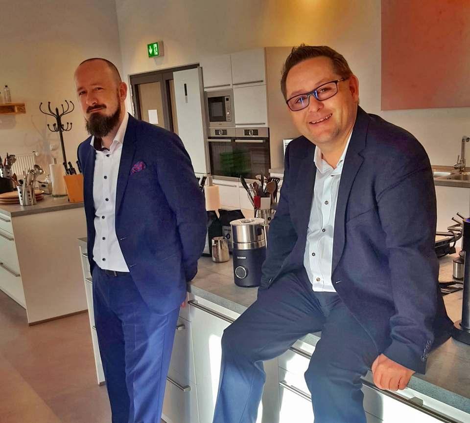 """""""Mit den vorgenommenen Veränderungen sind wir bestens aufgestellt und werden den eingeschlagenen Weg konsequent fortsetzen"""", Christian Strebl, Geschäftsführer Marketing & Produktmanagement (r.), hier zusammen mit Sascha Steinberg."""