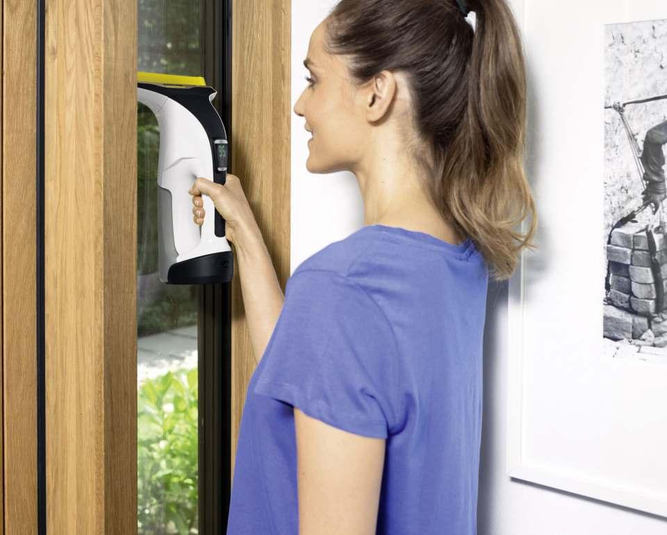 Kärcher Fensterreiniger WV 6 Premium mit langer Sauglippe.