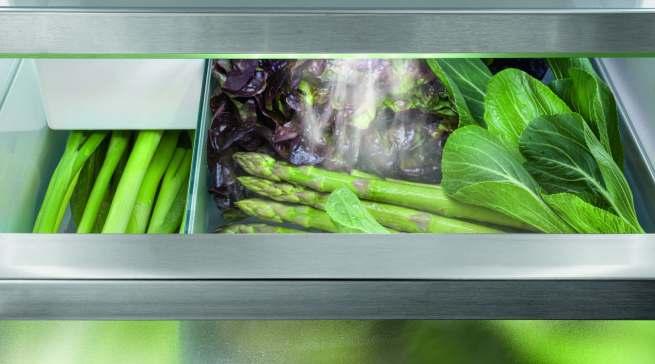 """Ewig junges Gemüse: Mit der """"HydroBreeze""""-Funktion wird das Obst und Gemüse im BioFresh Professional-Safe mit kaltem Nebel eingehüllt. Die Ware bleibt länger frisch und knackig."""