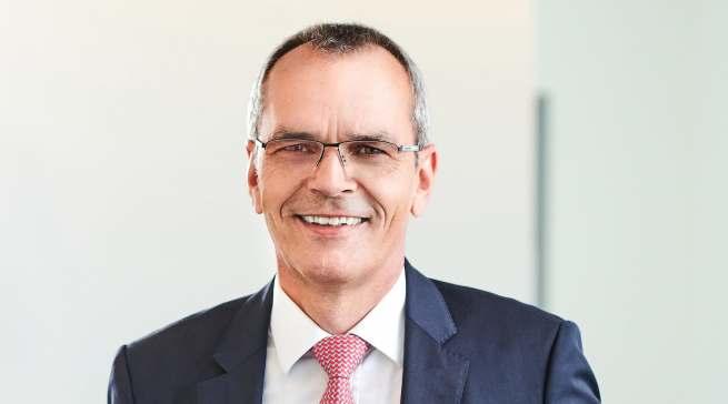 """""""Wir freuen uns, dass in den kommenden Wochen schrittweise Normalität in unseren Geschäftsbetrieb zurückkehren wird"""", expert SE Vorstandsvorsitzender Dr. Stefan Müller."""