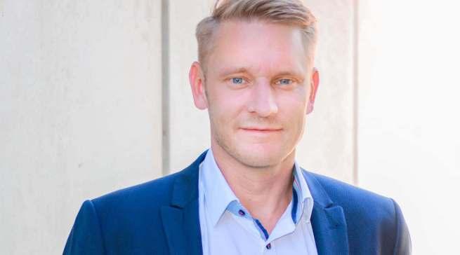 """""""Wir haben massiv in PoS-Konzepte investiert. Unsere Marke braucht das Miteinander mit dem stationären Handel ganz dringend"""", Sebastian Kebbe, ab 1. April neuer Geschäftsführer im Bereich Marketing & Vertrieb bei Beurer."""