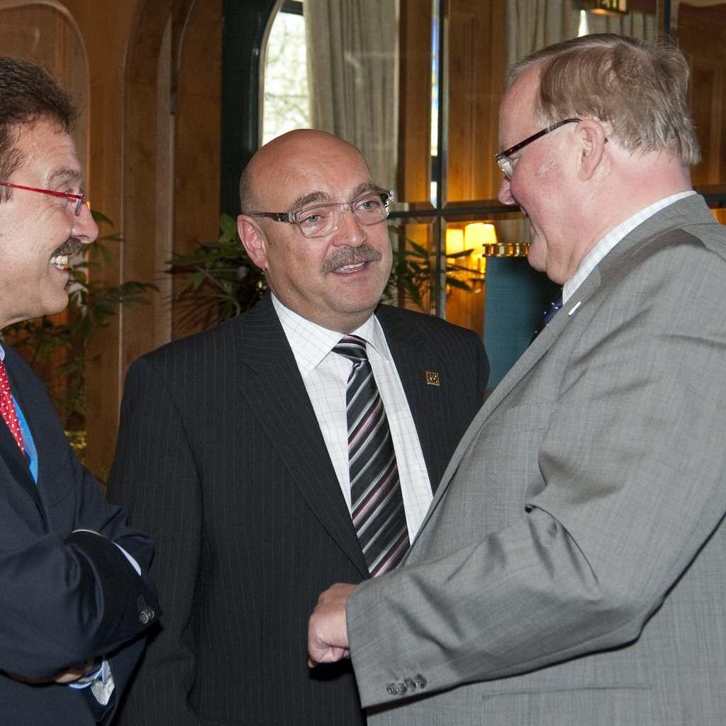 Branchenurgesteine im Jahr 2012 unter sich (v.l.): Willy Fischel (damals Geschäftsführer BVT Bundesverband Technik), Franz Schnur und Dr. Ernst-Dieter Drosdek (damals Geschäftsführer des Großhändlers Brömmelhaupt).